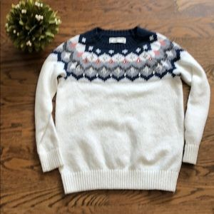 Adorable sweater by Abercrombie kids.